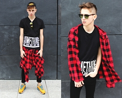 Tomasz Dąbrowski - F&F Shirt, Bershka T Shirt, H&M Pants, Nike Air Max, H&M Glasses - LOOK #34