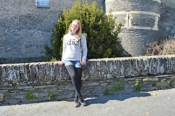 Laurence & Caroline Henuzet - H&M Holy Chic Sweater, Stradivarius Jeans Short, Nike Polka Dot Sneakers, Primark Black Bag - Holy Chic Look