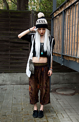 Kimi Peri - Bohemian Island Peacock Harem Pants, Second Hand Black Sneakers, H&M Hooded Jacket, Thrifted Turquoise Stone Pendant, Stay Creepy Clothing Chill Pom Beanie, Selfmade Faux Fur Fox Keychain, Tigermarket Buddha Necklace - Forest Pixie