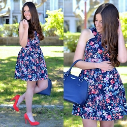 Yudani Pousada - Stradivarius Looks Floral Print Dress, Esasy Wear Outfits Blue Bag, Maypaz Combinar Zapatos Coral - Coral heels