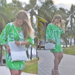 Jillian Goltzman - H&M Clutch Bag, Target Lilly Pulitzer Shift Dress, Forever 21 White Wedge - Palm Trees in Paradise