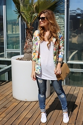 A TRENDY LIFE - Suiteblanco Blazer, Asos Camiseta, Choies Jeans, Chanel Bolso, Prada Gafas De Sol, Superga Zapatillas - Blazer with flowers