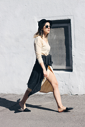 Elif Filyos - Asos Midi Knit Dress, Zara Slides - Sliding Into Summer