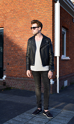 Jordi - Acne Studios Gibson Leather Jacket, Avelon Classic T Shirt, H&M Jeans, H&M Shoes - Basic in black and greys
