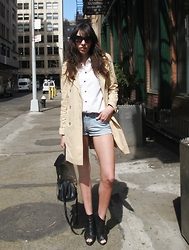 Bruna Marx - Tommy Hilfiger Trench Coat, Mulberry Alexa Bag, Dolce & Gabbana Sunglasses, Lf Stores Denin Shirt, One Teaspoon Denim Shorts - TRENCH COAT + SHORTS JEANS