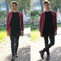 Marco Santoro - H&M Shirt, Les(Art)Ists Tshirt, Cheap Monday Skinny, Dr. Martens Shoes - DREAMER - Red tartan shirt