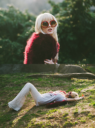 Rachel Lynch - Wildfox Moon Sunnies, Revolve Red Fur, Chaser Last Kiss Tee, Chaser White Bell Bottoms - Sun chaser