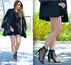Martina Manolcheva - H&M Dress, Transparent Shoes, Zara Trench Coat, Moschino Sunglasses, Givenchy Bag - Black is Black