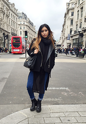 Rosa Pel - Sandro Biker Coat, Urban Outfitters High Waist Jeans, Vagabond Black Leather Boots - London look