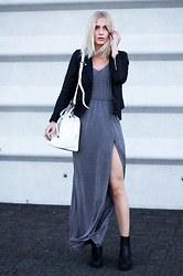 Anita VDH - Ivyrevel Grey Maxi Dress, Invito High Chelsea Boots, Paul's Boutique London Ltd. Hattie Duffle Bag - The Grey Maxi Dress