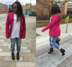 Sophia Oshodin -  - CASUAL WITH A POP OF PINK