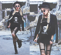 Krist Elle - Skull Survival T Shirt, Nasty Dress Ripped Leggings, Freyrs Round Sunglasses, Dr. Martens Dr Boots - SKULL SURVIVAL