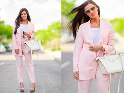 Maria Jesus Garnica - Pedro Miralles Shoes, Miss Guided Blazer, Miss Guided Pants, Christian Dior Sunglasses - Pink suit