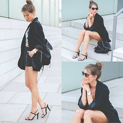Stephanie Van Klev - Mango Boyfriendblazer, H&M Fakeleather Shorts, Strenesse Heels, Monki Top, Stella Mccartney Backpack - MIX IT