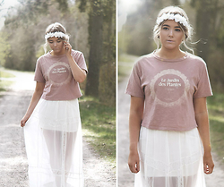 Fanny Lindblad - Zara T Shirt, H&M Maxi Skirt, H&M Flower Crown - Trees swaing in the summer breeze