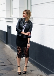 Irina Tschatchina - H&M Skirt, The Vintage Skeleton Shirt - The new cat in town x Cotton USA