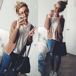 Melissa M - Boohoo Chunky Cardigan, Look Book Store Black Tote Purse, Flying Monkey Distressed Jeans - Monday Mode