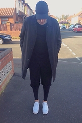 Harry Maddison - H&M Cap, Kenzo Coat, David Beckham Tee, Vintage Shorts, H&M Leggings, Adidas Superstars - Superstar
