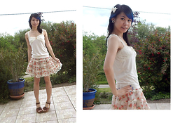Nowaki Selenocosmia - Lizlisa Top, Bodyline Cute Flower Skirt, Platform Sandals, Claire's Off White Bow, Crazy Factory 12mm Tunnel - Already summer here