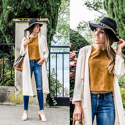 Alison Liaudat - Zara Suede Top, H&M Trench, Asos Gypsy Hat, Louis Vuitton Vintage Bag, Aldo Sandals, H&M Ripped Jeans - Camel Suede