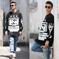 Marco Santoro - Noperfect Sweater, Zara Jeans, Adidas Sneakers, Hermës Bracelet, Dior Homme Sunglasses - First May