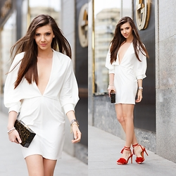 Larisa Costea - Jessica Buurman Sandals, Hedonia Dress - White dress and red sandals