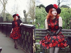 Roberta D. - Beyond Retro Vintage 1950´S Taffeta Dress, Dents Gloves, Beyond Retro Hat, Hm Jacket, Dior Heels - Red Kentucky Rose