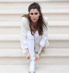 Ajlina Lina Matluma - Conversea Shoes, Zoe Karssen Jeans, Missguided Blazer - Royal in White