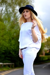 Caspar | www.acouturediary.com - H&M Top, River Island White Denim, Reiss Belt - A moment for white denim