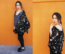 Nelly Ojeda - Nelly O Grey Camisole, Nelly O Floral Kimono, C&A Classic Black Jeggings, Panam Black Sneakers - How I Style My Panam Sneakers
