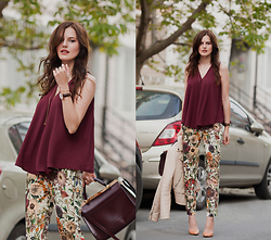 Viktoriya Sener - Young Hungry Free Top, Daniel Wellington Watch, Zara Trousers, Accessorize Bag, Zara Jacket, Zara Pumps - VINE