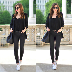 Barbora Ondrackova - Sheinside Blazer - ALL BLACK IN VIENNA