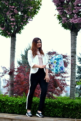 Andreea S. - Dames Blazer, Dames Top, Manier Bag, New Yorker Pants, Musette Shoes - Bag Bang