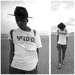 Dominic Grizzelle - Deadstusios Studios Distressed Tee, Librety Or Death Nyc Maroon Fedora - Studios
