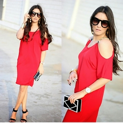 Anyelina G. - Michael Kors Dress, Stradivarius Sandals, Lulu's Clutch - Little Red Dress