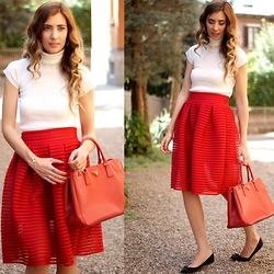 Mercedes Maya Lax - Oasap Skirt - Red touch