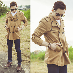 Douglas Brandão - Doublju Trench, Navy Skinny Jeans, Ui Gafas Sunnies, Ferracini Shoes, Universo Maschio Watch - Freezing days!