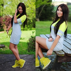 Klaudia Warasiecka -  - Neon dress