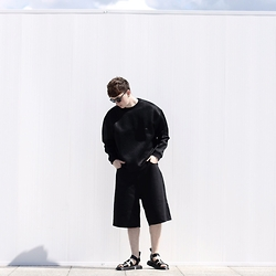 Joel Mcloughlin - Asos Oversized Scuba Sweater, Cheap Monday Denim Culottes, Dr.Martens Gryphon Sandals - T R O P I C A L