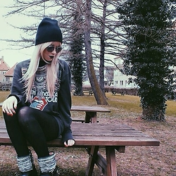 Joicy Muniz - Forever 21 Beanie, Chilli Beans Sunglasses, Urban Outfitters Necklace, Primark Shirt, Petite Jolie Boots - Rainy Day