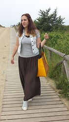 Angelica Giannini - Tommy Hilfiger Tee, Bedress Bag, Only Gilet, Converse Sneakers - Gonna lunga e sneakers sul mare