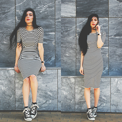 CLAUDIA Holynights - Oasap Dress - Chucks and stripes