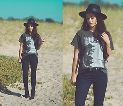 Alexandra Ford Hamilton - T Shirt, Denimocracy Jeans - Big Sur
