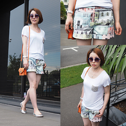 Shirley Z - Ted Baker Lelah Regency Houses Print Shorts, Myer White T Shirt - CITY ROMANCE
