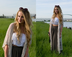 Vivien S. - New Look Skirt, New Look Cropshirt, Abercrombie & Fitch Cardigan, Oasap Sunnies - Maxiskirt