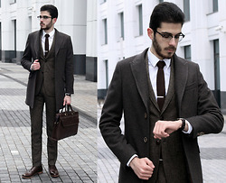 Artem Arutyunov - Guess? Coat, Gerard Henon Bag, Franceschetti Brogues, Daniel Wellington Watch, Ray Ban Glasses, Merc Suit - Winter in Moscow