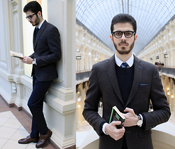 Artem Arutyunov - Krass Optik Glasses, Giovane Gentile Blazer, Massimo Dutti Pants, Loake Monks, Daniel Wellington Watch - Spring in Moscow