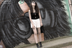Olympia Pi - H&M Top, Dent'elle Esperos Shorts, H&M Ankle Boots, Stradivarius Boho Necklace, Pull & Bear Fringe Bag, Dkny Sunglasses - Pepperland