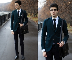 Artem Arutyunov - Gerard Henon Bag, Loake Brogue, Ray Ban Glasses, Mango Blazer, Massimo Dutti Pants, Daniel Wellington Watch - Autumn in Moscow Pt.2