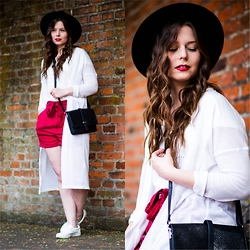 Laura - Mango Shorts, Monki Cardigan, Monki Bag, Soccx Shirt, H&M Hat - Summer Feeling